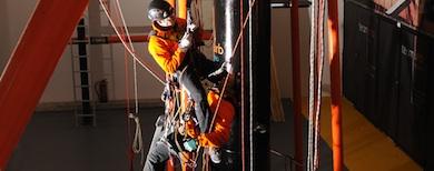 استخدام نیروی انسانی (کار در ارتفاع  دسترسی باطناب) ROPE ACCESS