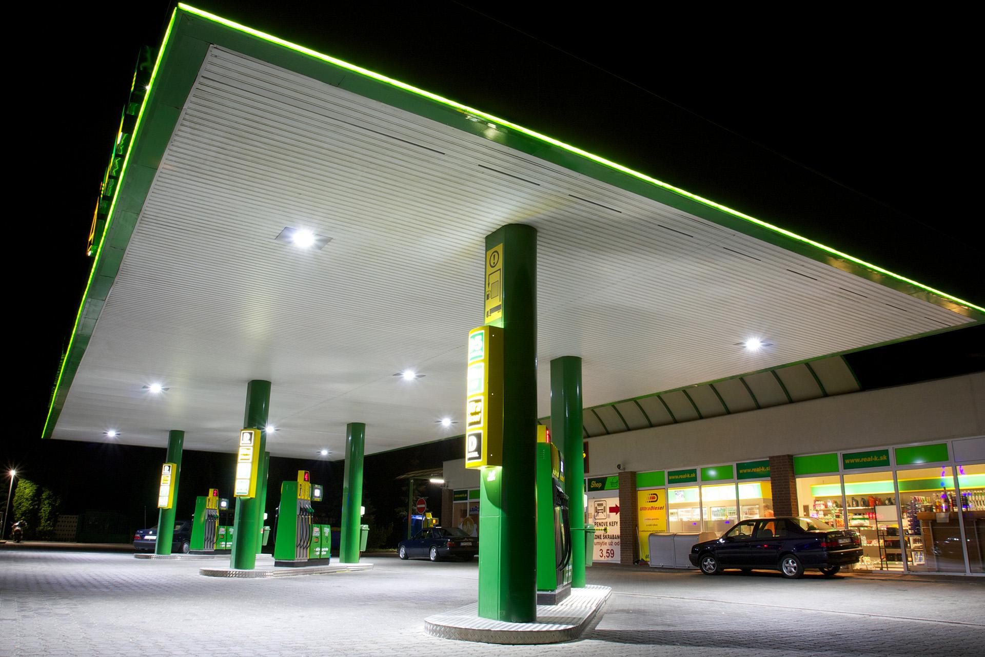 زمین پمپ بنزین در گیلان