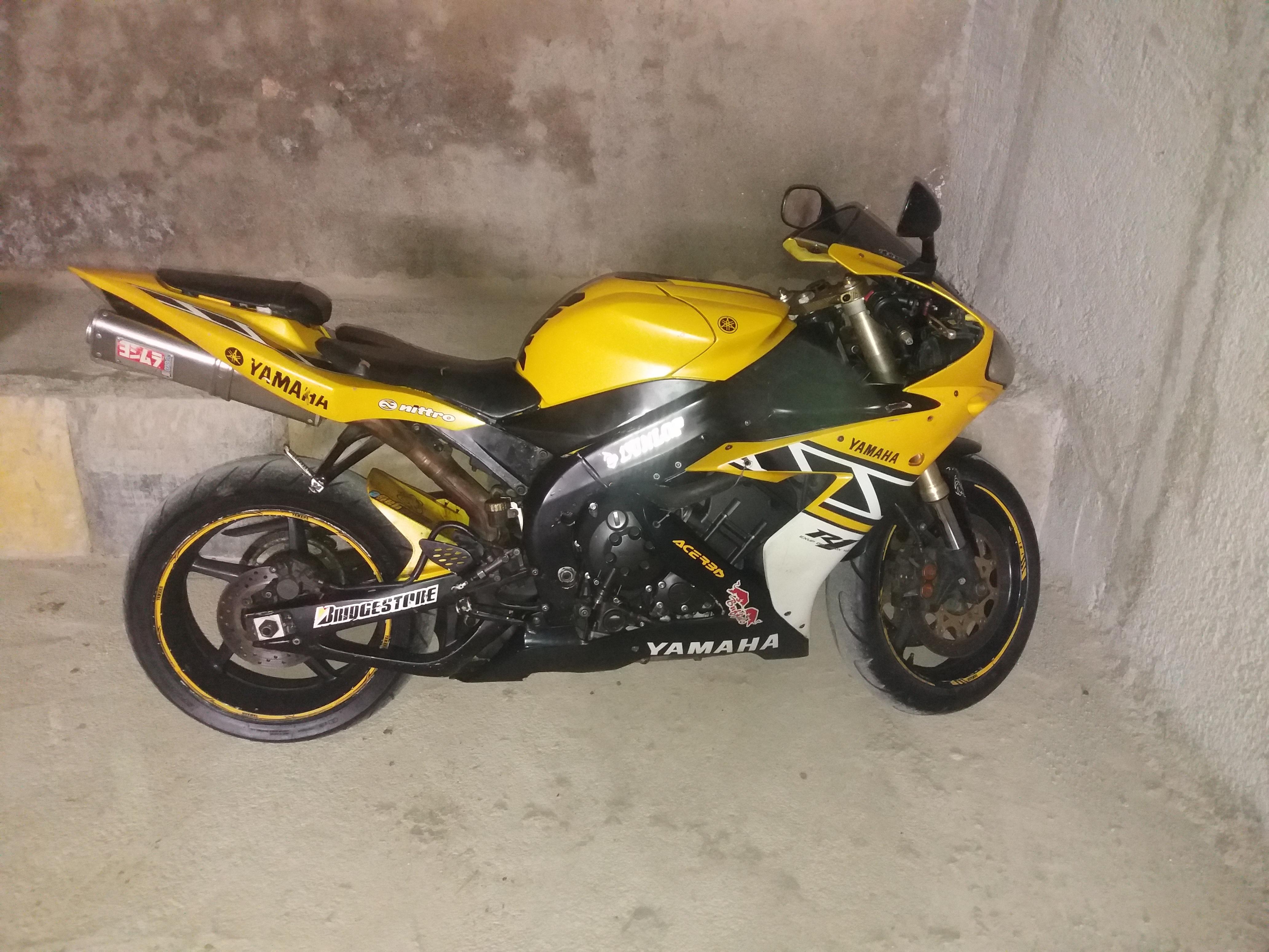 فروش موتور سیکلت یاماها آر وان هزار مدل ۲۰۰۶  yamaha R1 2006 for sale