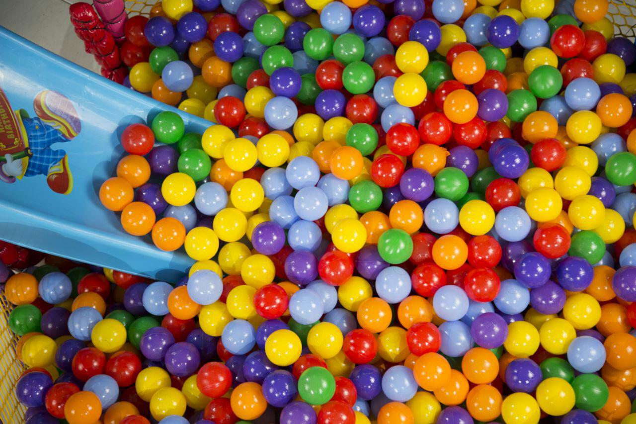 تولید و فروش توپ های استاندارد استخری و اسباب بازی